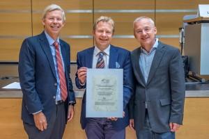 Foto (v.l.n.r.): Prof. Dr. Berthold Koletzko, Prof. Dr. Ulrich Heininger (Mitte), Prof. Dr. Johannes Liese; (Bildnachweis: DGKJ/T.Hauss)
